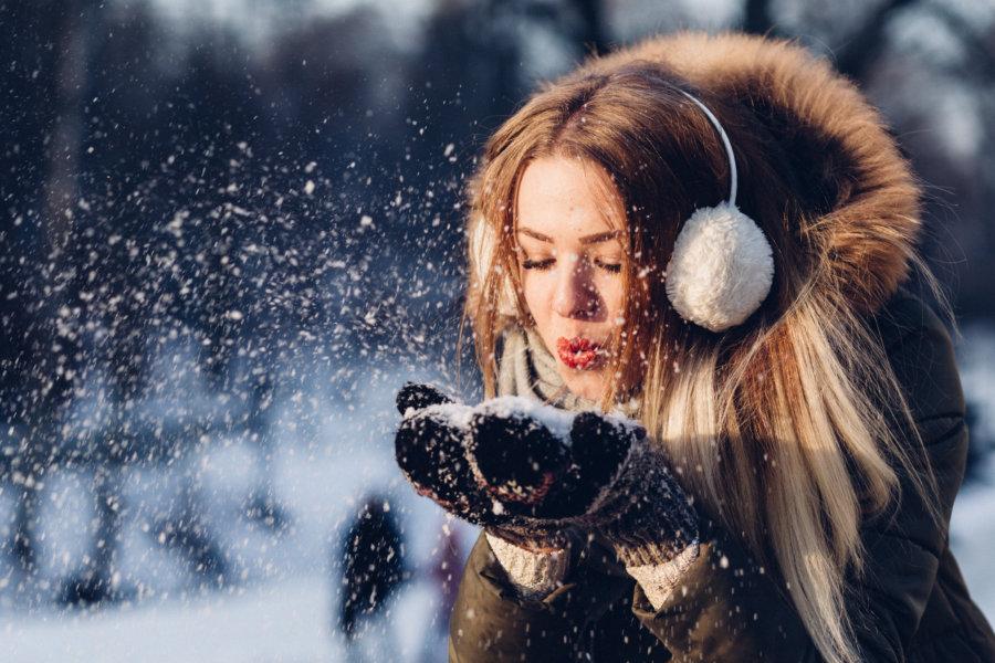 6 tipů zimní péče o vlasy pro zdravou vlasovou pokožku a krásné vlasy
